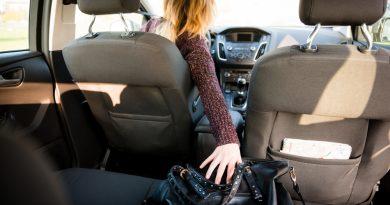 Common causes for Distracted Driving and how to avoid it